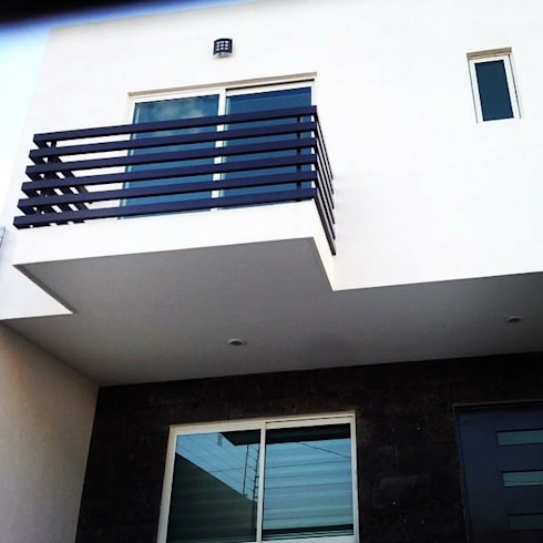 Fachada : Casas de estilo minimalista por Grupo Arquitech