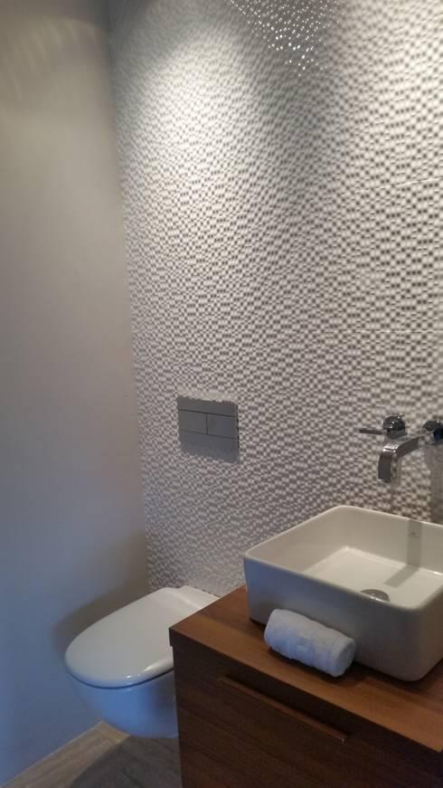 Baño de Visitas:  de estilo  por Complementi Centro Decorativo