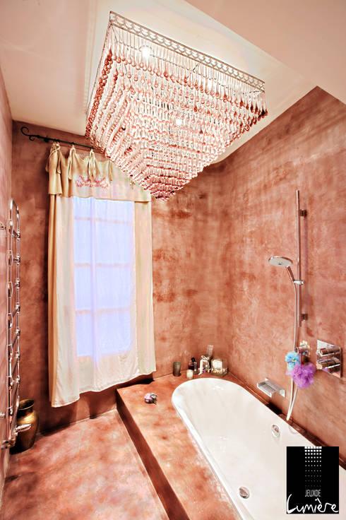 Salle de bain : Salle de bains de style  par Jeux de Lumière