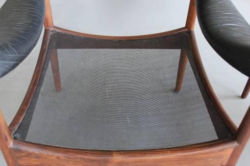 Rosewood Kristian Vedel Lounge Chairs : Sala de estar  por Retro Age