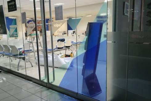 PRINCIPAL AFORE: Ventanas de estilo  por Liferoom