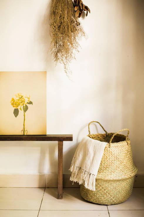 水草の筒型籠バック: hotori mementoが手掛けた家庭用品です。