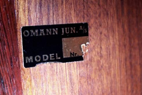 Omann Jr. Rosewood Sideboard : Sala de jantar  por Retro Age