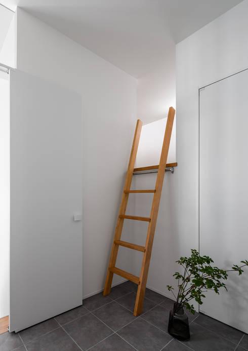 ロフト: 内田雄介設計室 が手掛けた廊下 & 玄関です。