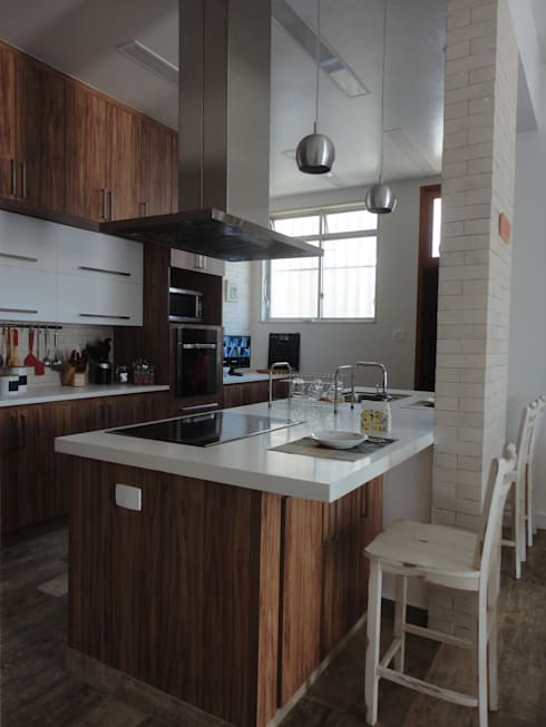 Kitchen by Maria Helena Torres Arquitetura e Design