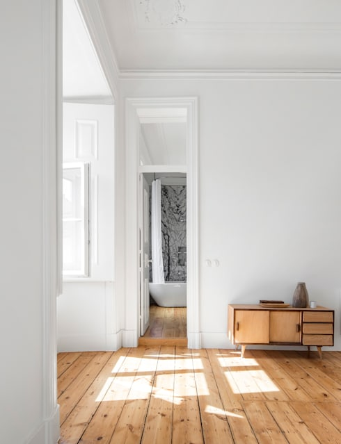 Corridor, hallway & stairs  by Designsetter