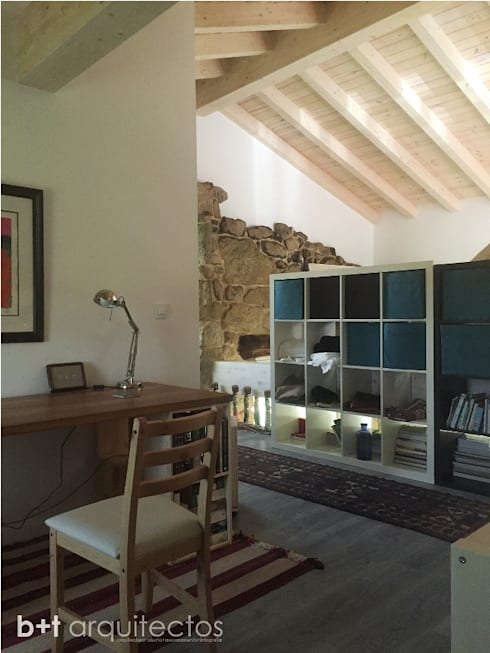 Estudios y oficinas de estilo rural por b+t arquitectos