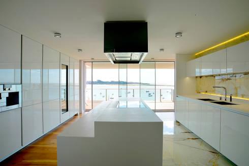 Cozinha: Cozinhas clássicas por GRAU.ZERO Arquitectura