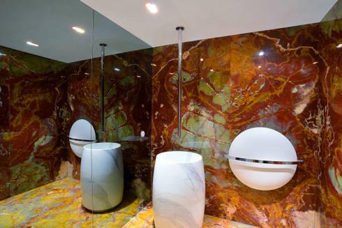 Instalação sanitária de serviço: Casas de banho clássicas por GRAU.ZERO Arquitectura
