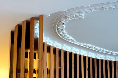 Pormenor_Sala de jantar: Salas de jantar clássicas por GRAU.ZERO Arquitectura