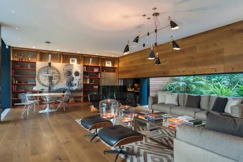 Sala y área de juegos: Salas de estilo ecléctico por MAAD arquitectura y diseño