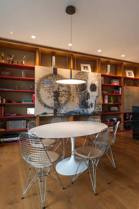 Mesa De Juegos: Comedor de estilo  por MAAD arquitectura y diseño