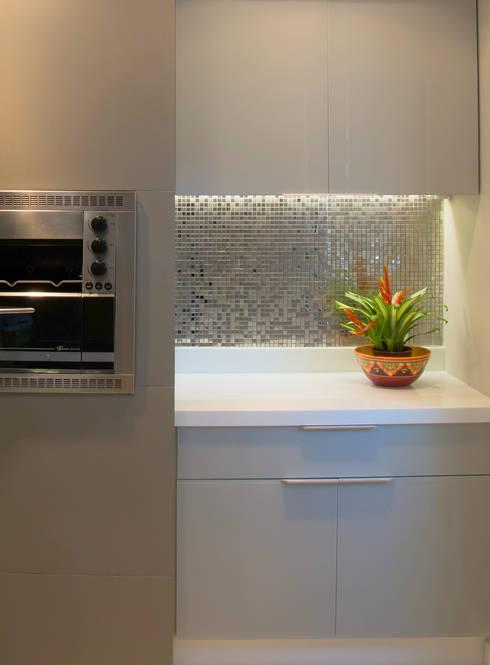 Projekty,  Kuchnia zaprojektowane przez Débora Noronha Arquitetura