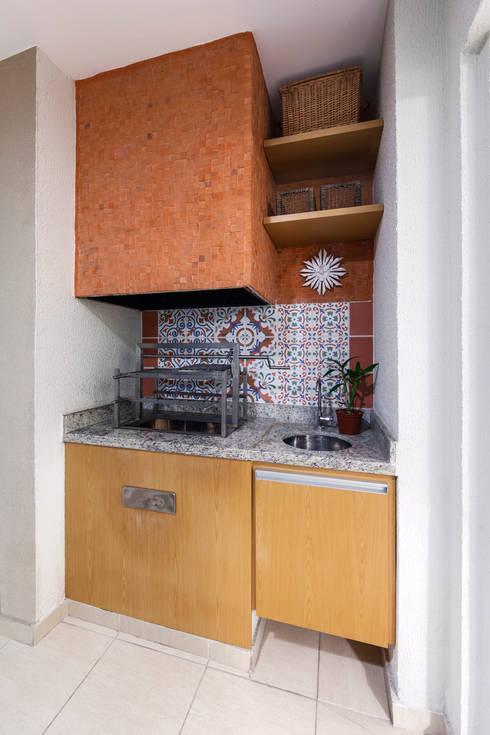 Hiên, sân thượng by studio VIVADESIGN POR FLAVIA PORTELA ARQUITETURA + INTERIORES