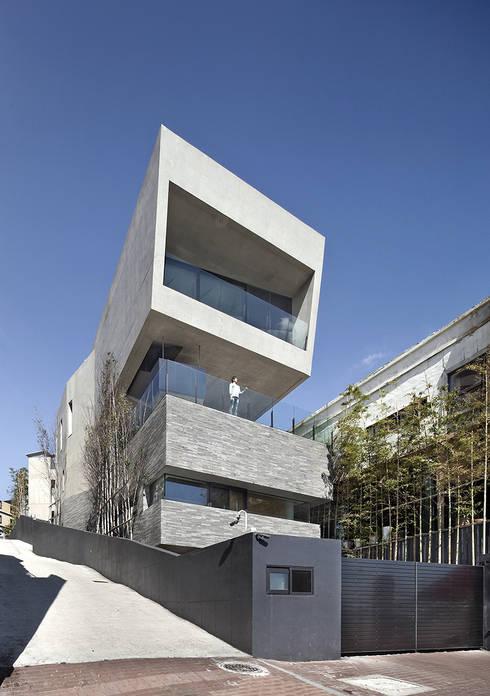 Projekty, nowoczesne Domy zaprojektowane przez 아키텍케이 건축사사무소