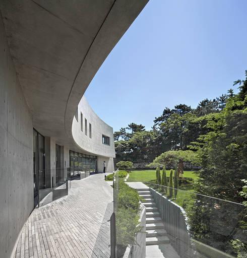 Casas  por 아키텍케이 건축사사무소