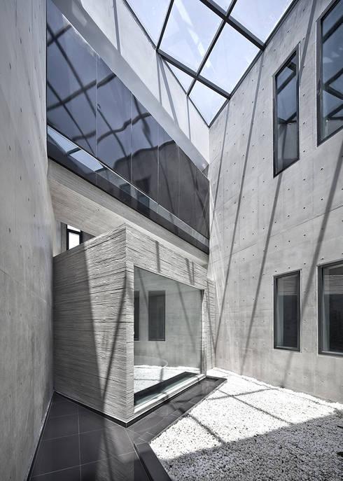 송도주택: 아키텍케이 건축사사무소의  실내 정원