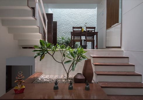 SHOBA RESIDENCE :  Corridor & hallway by COLLAGE ARCHITECTURE STUDIO