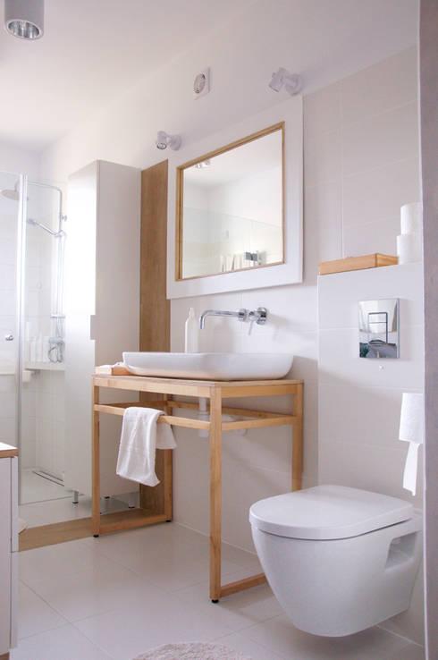 Bagno in stile in stile Minimalista di Tylko Wnętrze Pracownia Projektowa