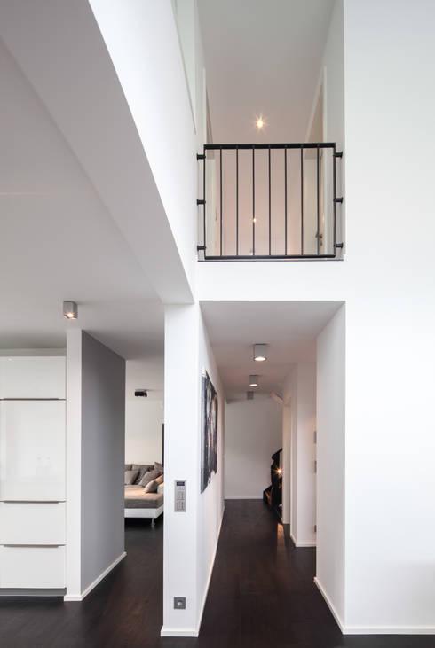 Corridor, hallway by Schiller Architektur BDA