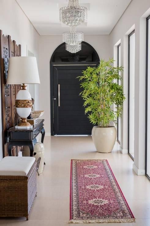 Pasillos y recibidores de estilo  por Marcelo Lopes Arquitetura