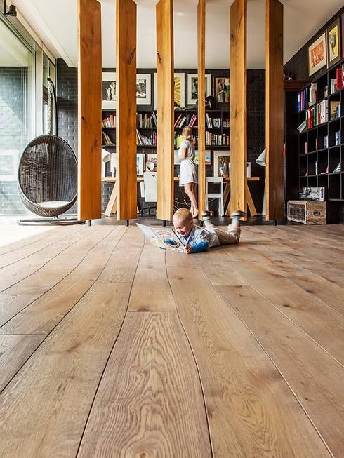 Стены в . Автор – Rochene Floors