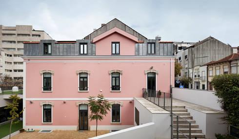 Kindergarten and Nursery : Casas minimalistas por es1arq