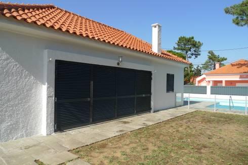 House - Carrasqueira, Sesimbra: Casas modernas por QFProjectbuilding, Unipessoal Lda