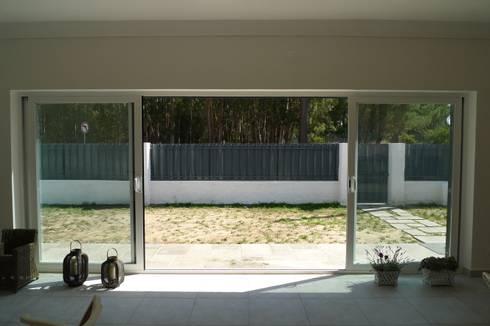 House – Carrasqueira, Sesimbra: Jardins modernos por QFProjectbuilding, Unipessoal Lda