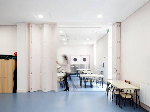 Kindergarten and Nursery: Salas de jantar minimalistas por es1arq