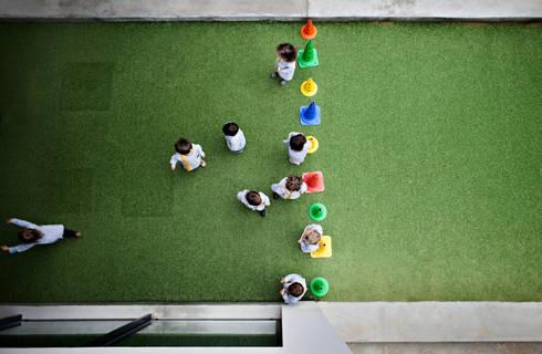 Kindergarten and Nursery : Jardins de Inverno minimalistas por es1arq