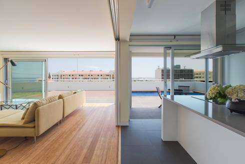 House in Ajuda: Cozinhas modernas por Studio Dois