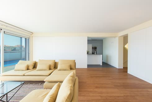 House in Ajuda: Salas de estar modernas por Studio Dois