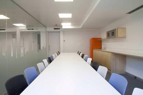 Phòng học/Văn phòng by Brick construcció i disseny