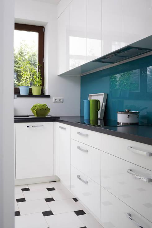 Cocinas de estilo moderno por RED design