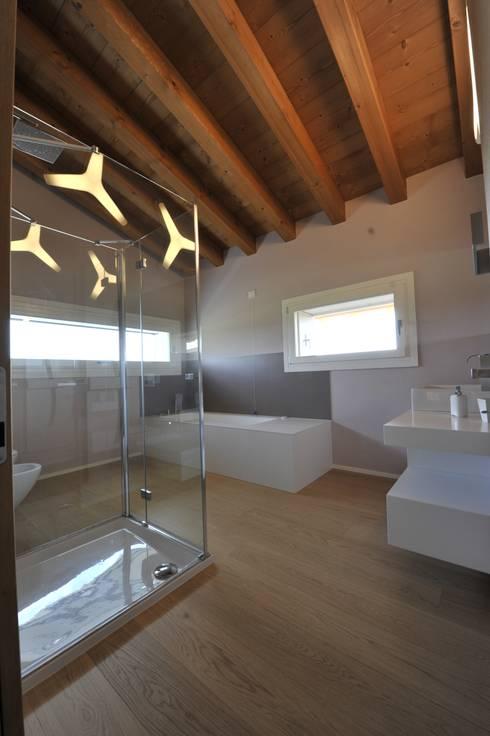 Bathroom by studio arch sara baggio