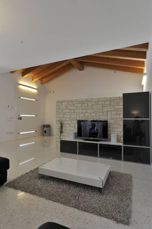 classic Living room by studio arch sara baggio