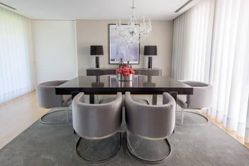 Moradia em Braga: Salas de jantar modernas por NOZ-MOSCADA INTERIORES