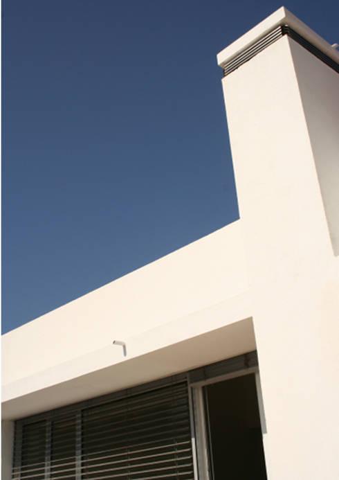 Flat at Graça, Lisboa: Casas modernas por é ar quitectura