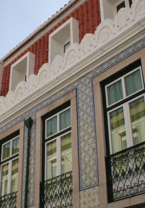 Flat at Graça, Lisboa: Casas clássicas por é ar quitectura