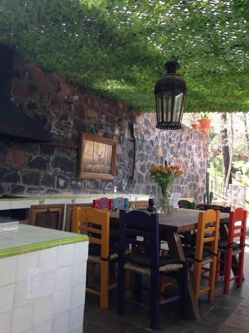 Cabaña Rustica: Terrazas de estilo  por MVarquitectos