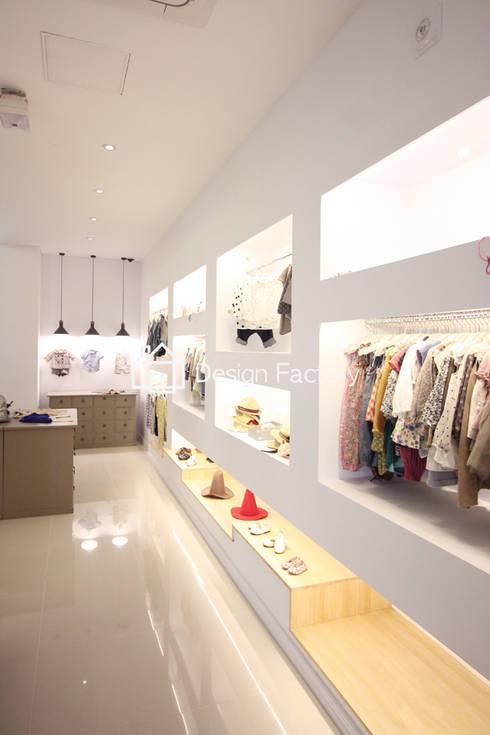 modern Dressing room by 디자인팩토리