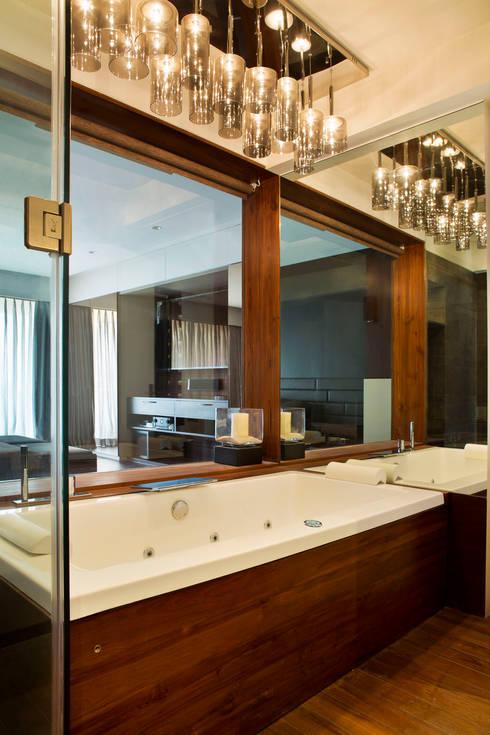 Residential - Juhu 2: modern Bathroom by Nitido Interior design