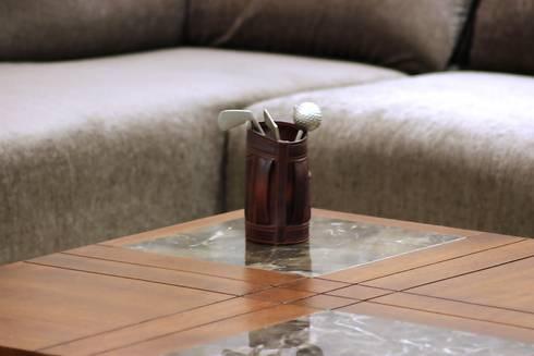 atman and helees flat: modern Living room by studio 7 designs