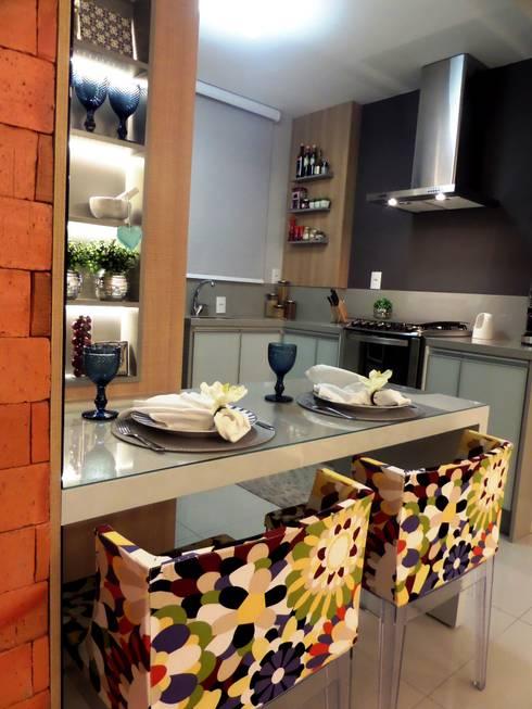 Sala e Cozinha em Tons de CInza: Cozinhas  por Marina Turnes Arquitetura & Interiores