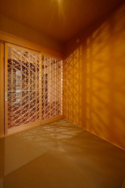 地蔵堂の家 デザイン建具: 大谷建具技巧が手掛けた窓&ドアです。
