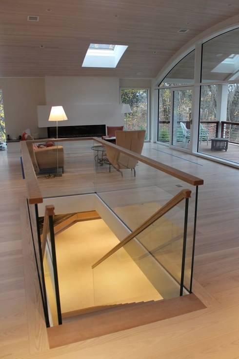 Pasillos y recibidores de estilo  por Siller Escaleras