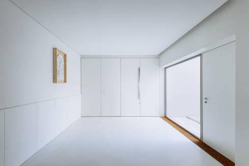Hall de Entrada: Corredores e halls de entrada  por Site Specific