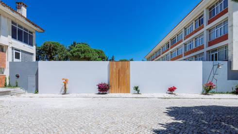 Entrada exterior principal: Casas minimalistas por Site Specific