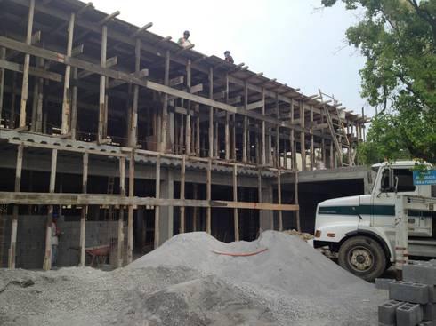 Proceso de construcción:  de estilo  por Diez y Nueve Grados Arquitectos